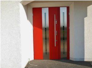 Drzwi zewnętrzne czerwone